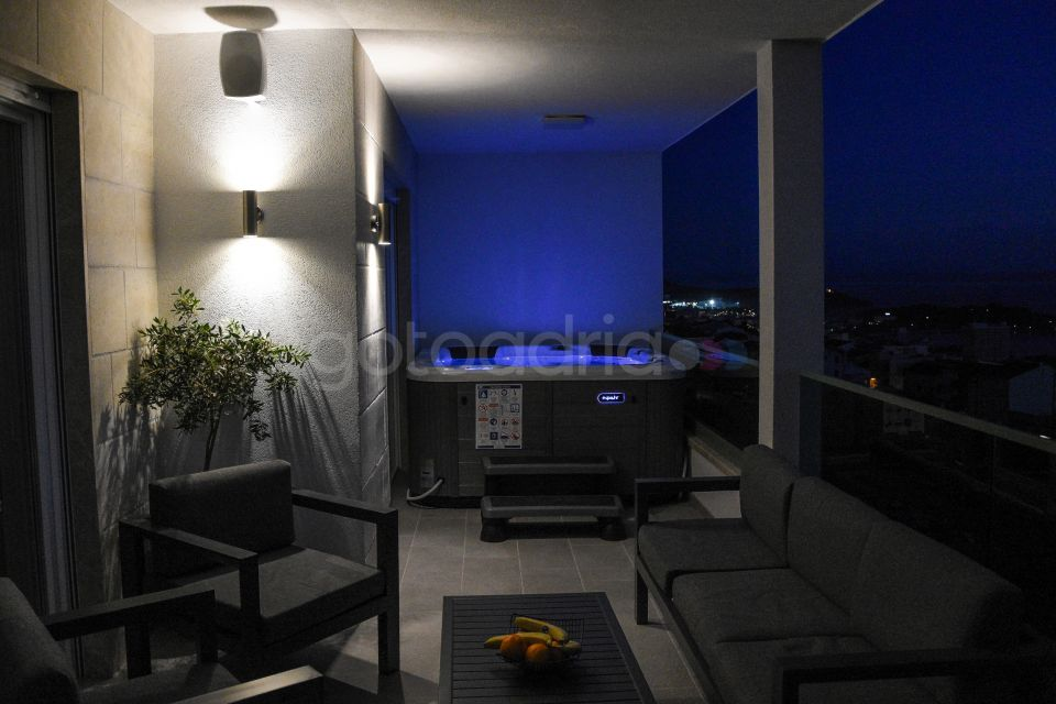 Penthouse with Hot Tub Big Blue