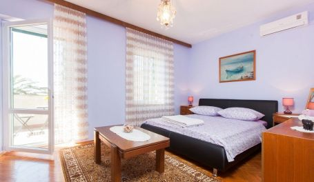 Near the beach apartment Mirta I