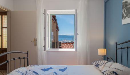 Seafront apartment Mirta