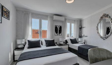 Exclusive Center Apartment